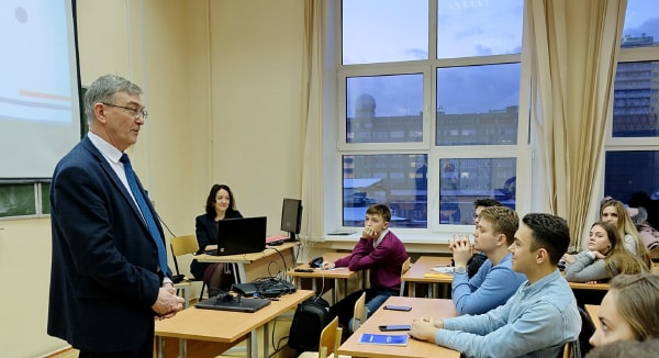 Advisory workshop on international programs for ETALON students
