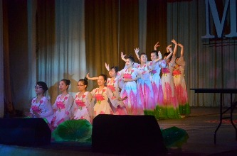 122. Vietnamese dance during the students' concert