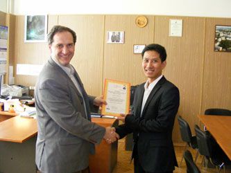 2. Director of the Institute of Radio Engineering and Electronics of MPEI Dr. V.N. Zamolodchikov (on the left) presents the official diploma of Scientific Society of Radio Engineering, Electronics and Communications of Russian Federation to MPEI student Banyar Kyaw from Myanmar