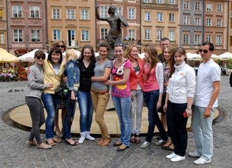 92. Delegation of Russian universities in Warsaw near the symbol of Warsaw Siren