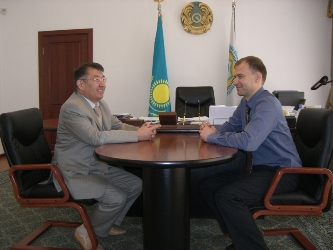94. Meeting of Rector of Pavlodar State University named after Toraygyrov Professor Serik M. Omirbayev (on the left) with the Head of MPEI International Cooperation Department Tarasov A.Y.